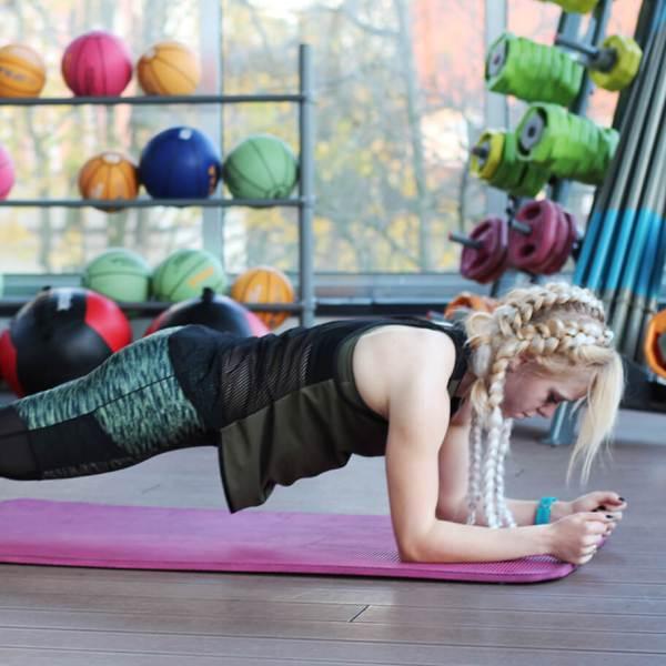 trening na brzuch i boczki