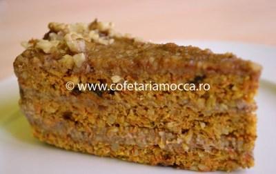 Felie de tort raw vegan de morcovi cu nuca