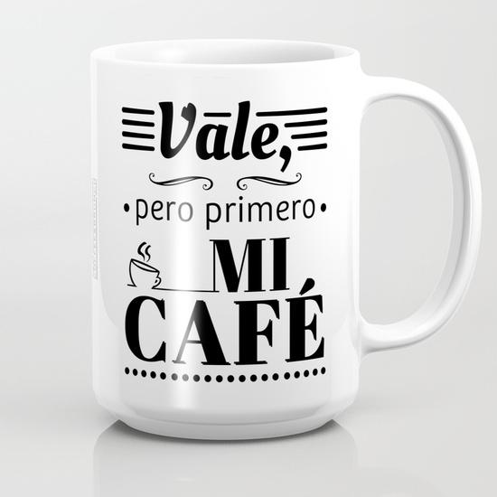 """Taza 450 ml """"Vale, pero primero mi café"""" B/N"""