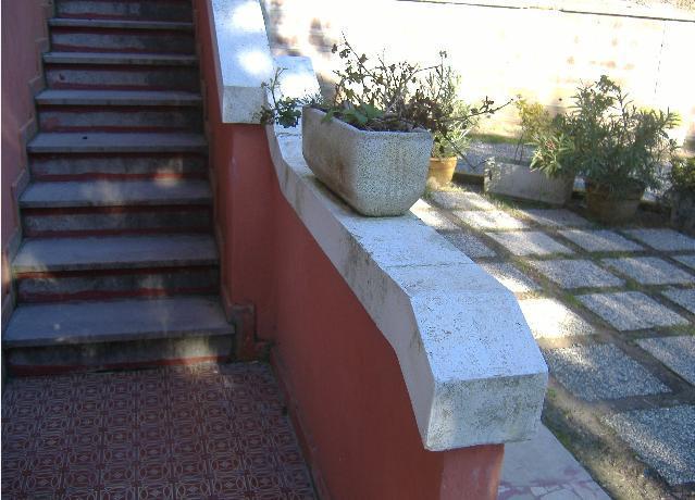 Copertine particolari in cemento per parapetti terrazzi e