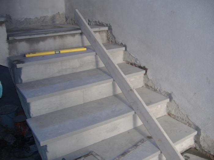Come rivestire una scala con gradini in marmo o pietra