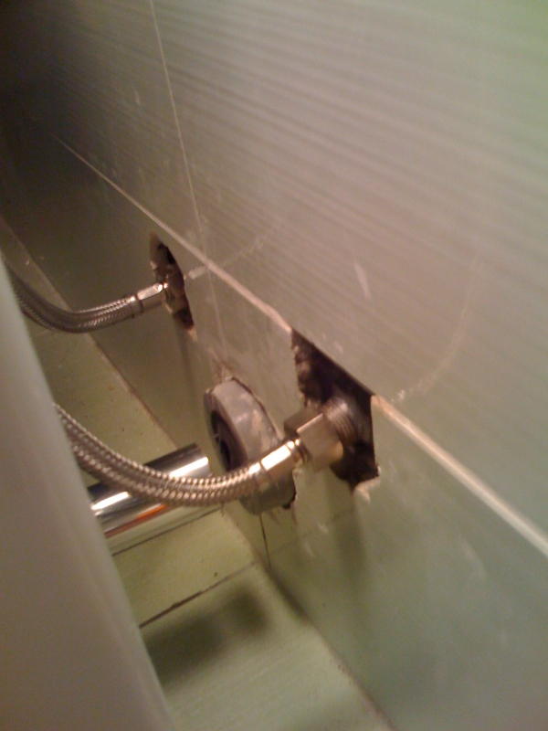 Installazione con immagini di un bidet per bagno wc