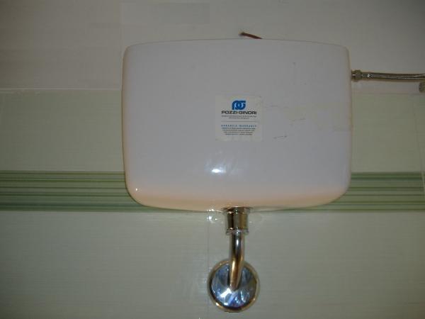 Cassetta scaricatrice o sciacquone del bagno Installazione