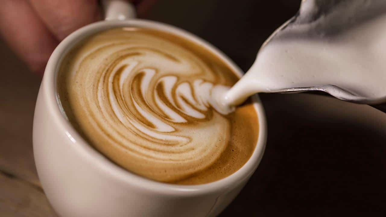 How to make cappuccino with an espresso machine