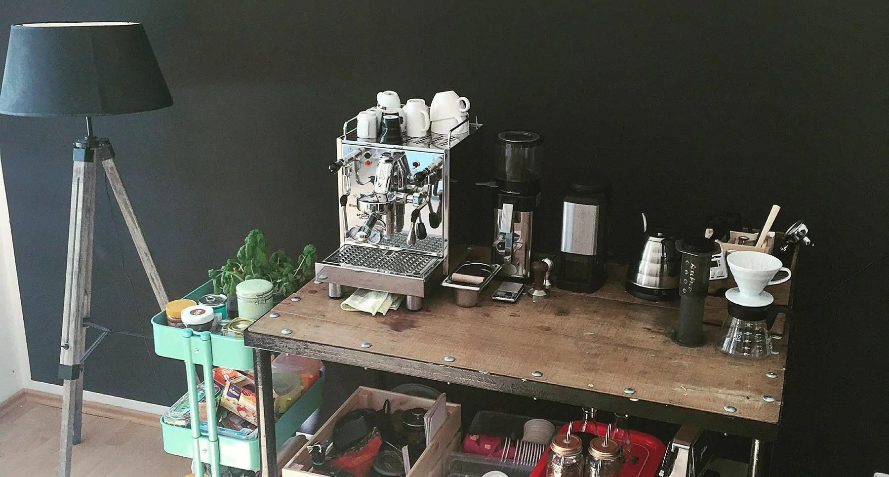 die eigene kaffeebar bei dir zu hause. Black Bedroom Furniture Sets. Home Design Ideas