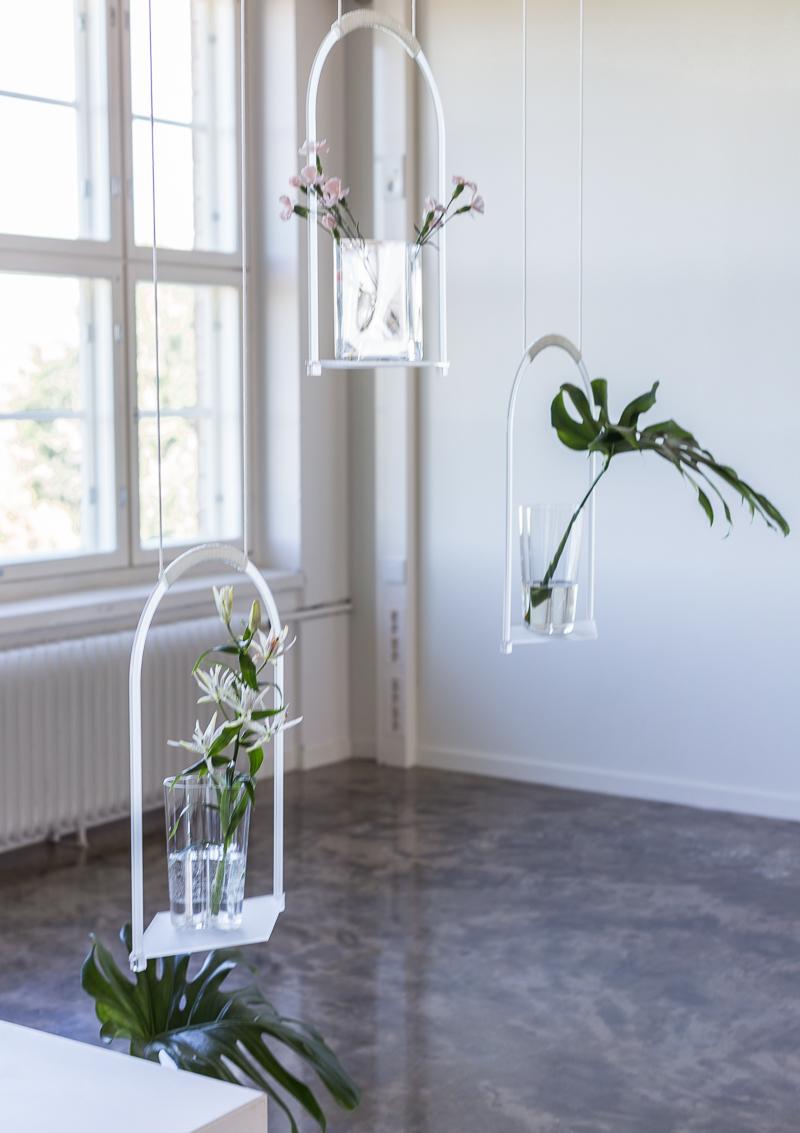 Iittala vaaseja, korkea Aalto vaasi, Floral Affair näyttely, Iittala Arabia muotoilukeskus