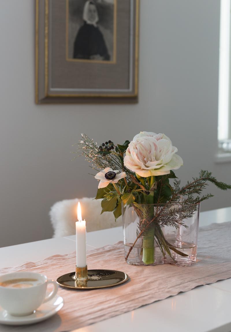 Aalto-vaasi lohenpunainen, moderni joulukimppu