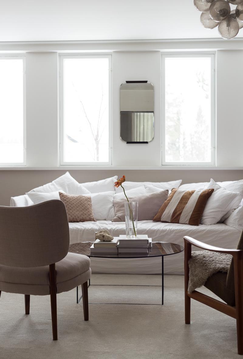 olohuoneen sisustusmuutos ilman hankintoja, huutokauppalöydöt, Coffee Table Diary olohuone, Gervasoni Ghost sohva