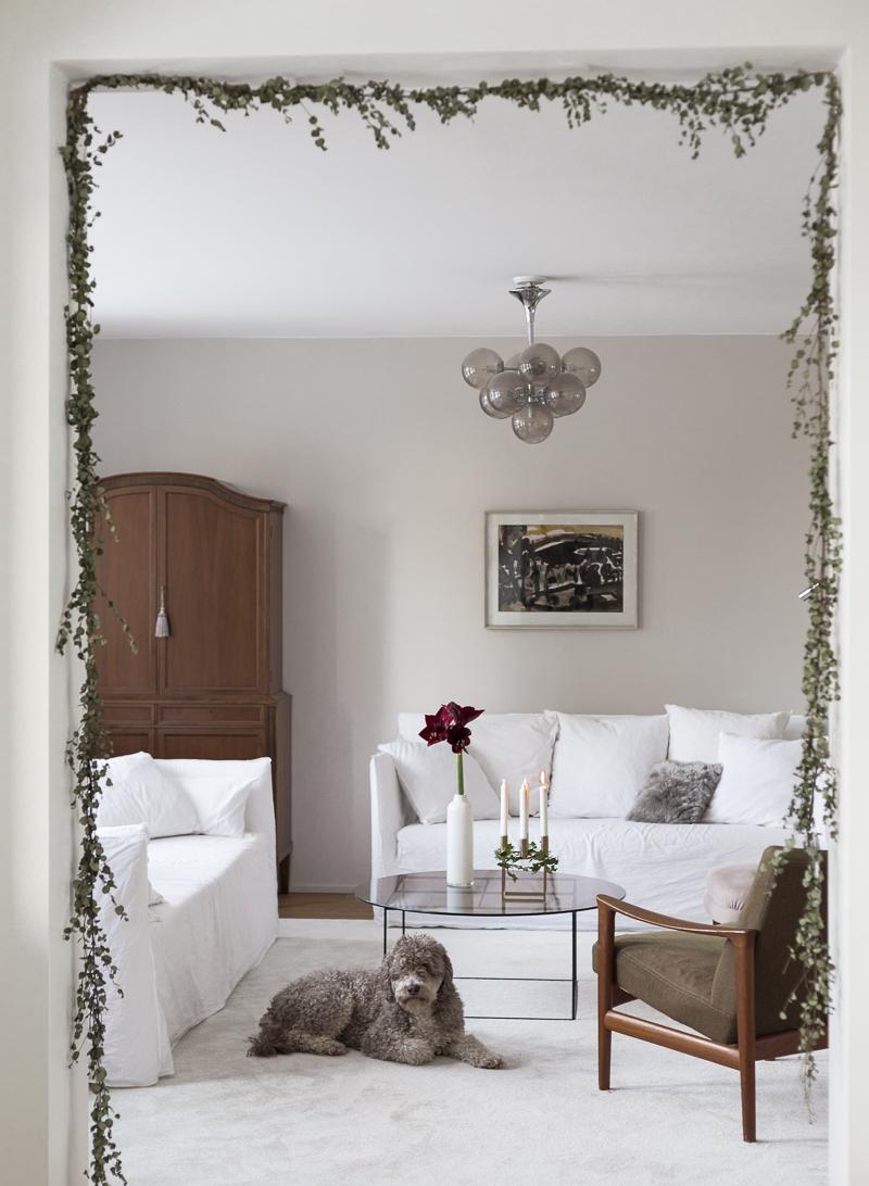 jouluköynnös DIY, jouluköynnös oviaukossa, jouluköynnös eukalytus