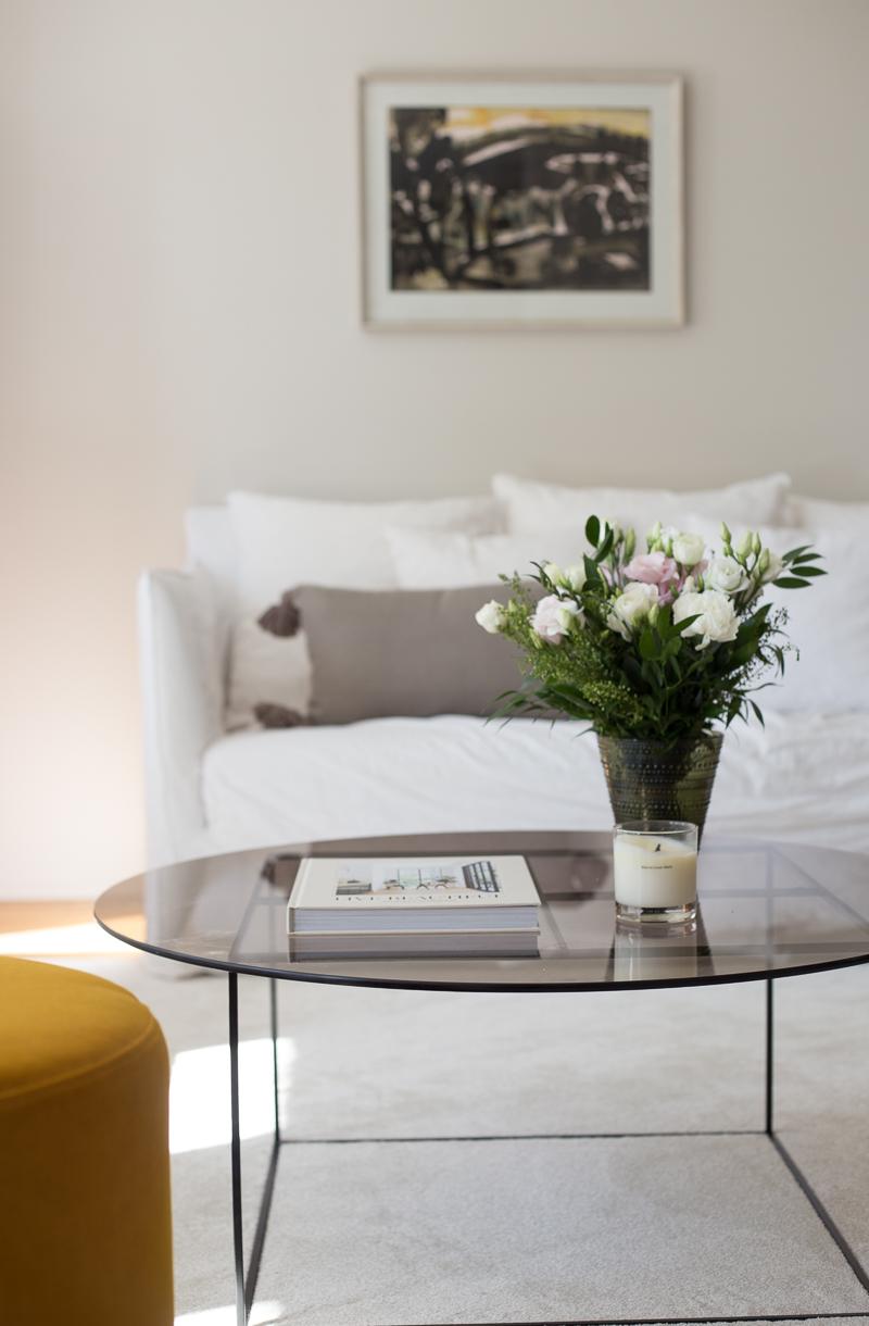 Coffee Table Diary olohuone, Iittala Kastehelmi maljakko sammalenvihreä