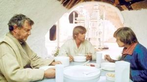 Luke-eating-with-Uncle-Owen-Aunt-Beru-1536x864-854512090096