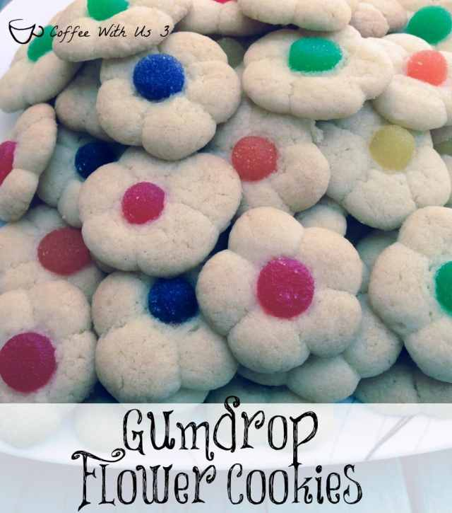 Gumdrop Flower Cookies are fun & easy cookie made from Sugar Cookies. But since you don't use a cookie cutter it has more a real flower shape!