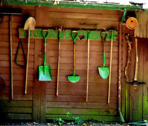 rangement outils de jardins