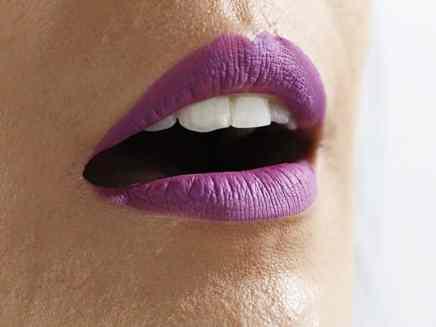 Batons Evelyn Regly líquidos Velvet Violet boca