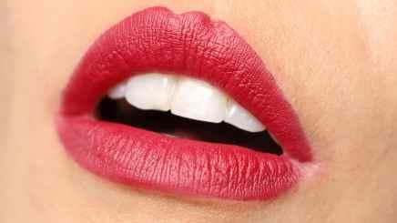 Batons matte Evelyn Regly Tulipa lábios