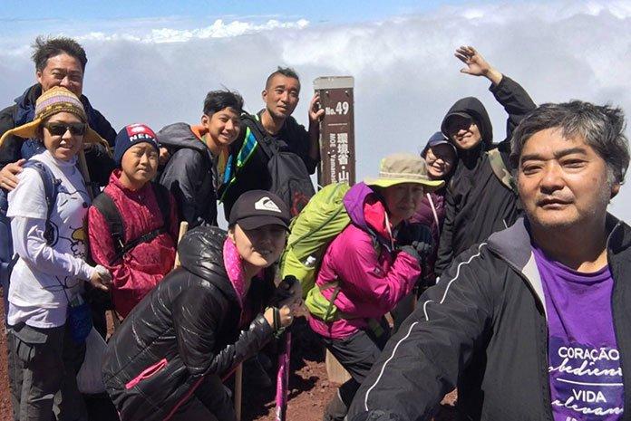 O meu grupo de amigos dessa grande aventura. (Eu sou o que está com o braço levantado, do lado direito da foto)