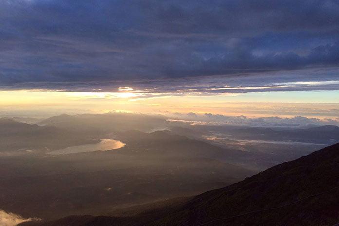 O início da manhã no Monte Fuji. (Foto: Tabata Hidemi)