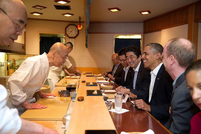 Sukiyabashi Jiro - com um cliente muito especial.