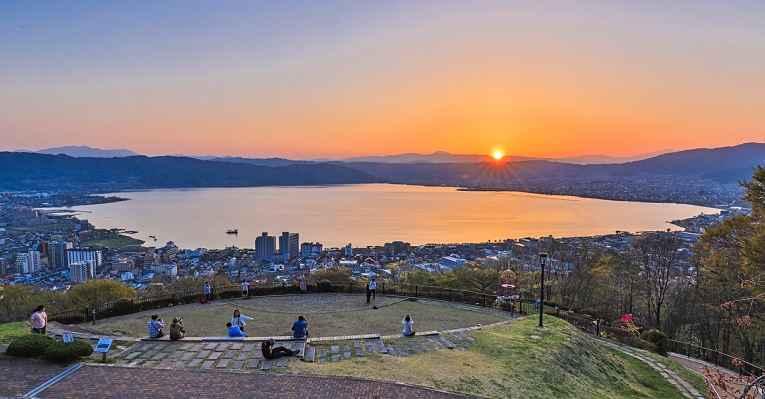 Lago Suwa, Japão