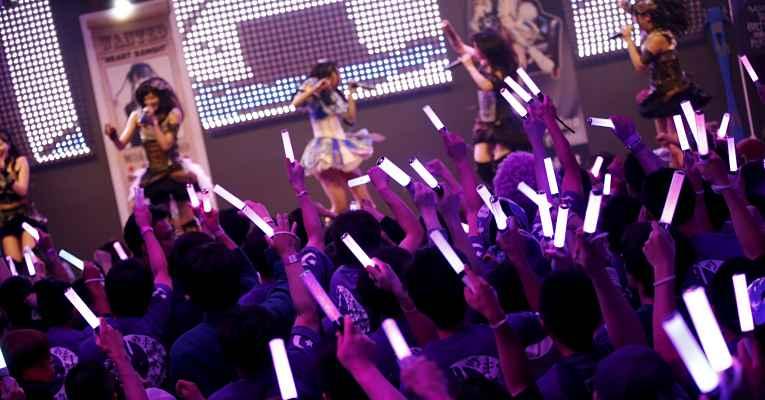 J-pop show com sticks