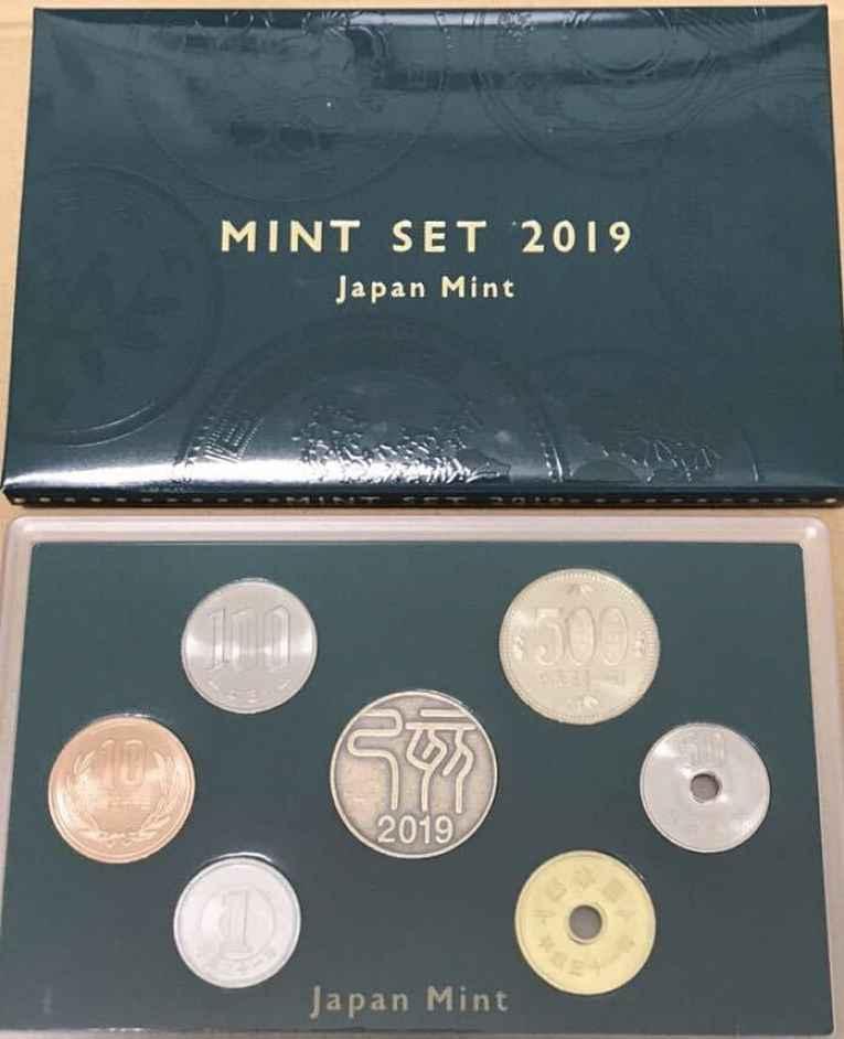 Caixa com moedas comemorativas da era Heisei