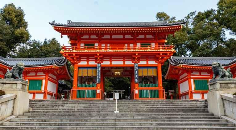 Fachada do templo Yasaja Jinja