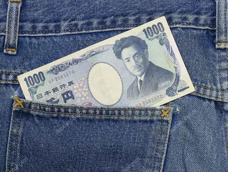 nota de 1.000 ienes no bolso da calça
