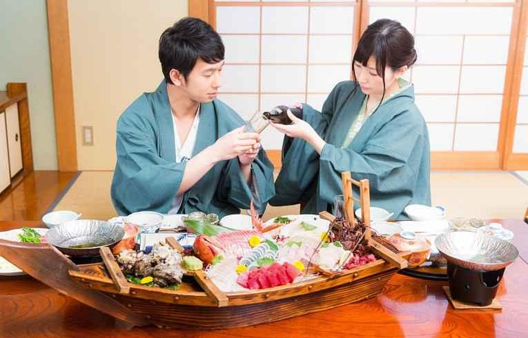 Casal usando yukata