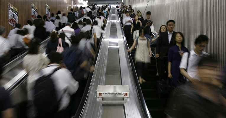 Escada rolante no Japão