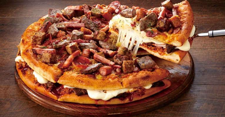 Pizza sanduíche de carne