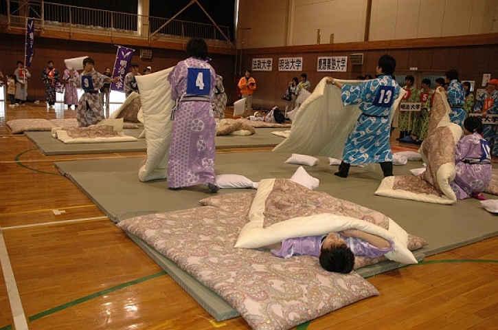 Competição guerra de travesseiro