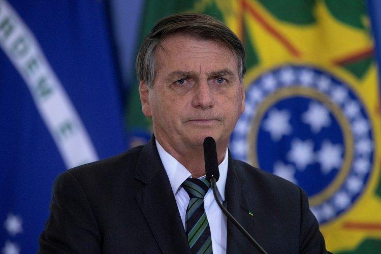 Bolsonaro critica Barroso e diz que Brasil terá voto impresso se Congresso aprovar