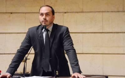 Defesa de Carlos Bolsonaro nega funcionários fantasmas no gabinete do vereador; MP aponta 8 suspeitos