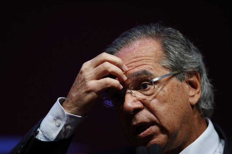 Em meio à saída de secretários da Economia e ameaça ao teto de gastos, Congresso vê Guedes 'perdido'