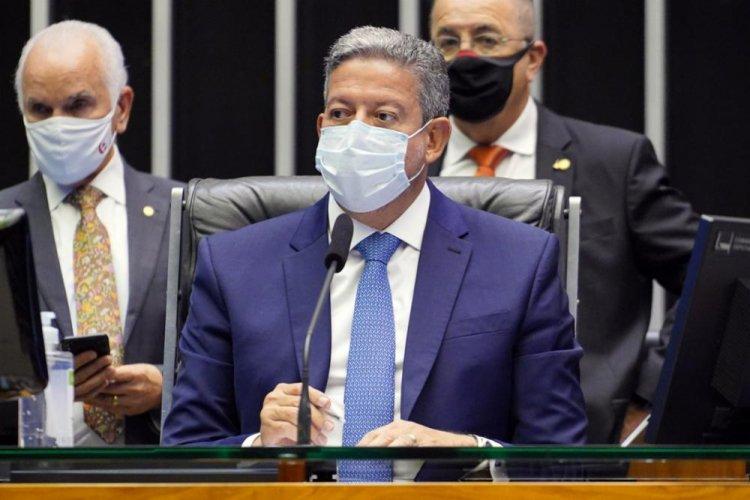 Lira volta a criticar o Senado e defende solução fora do teto para criação do Auxílio Brasil