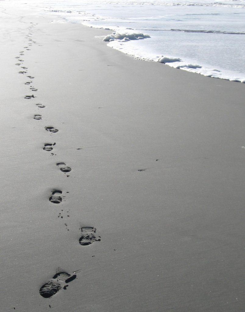 ślady na piasku