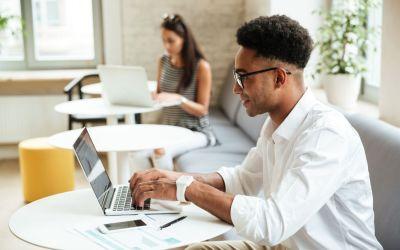 Conoce las ventajas de los  puestos de trabajo flexibles en un coworking