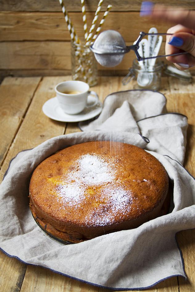 Torta al latte caldo, mele e cioccolato_04