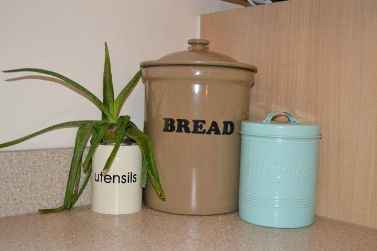 vintage-bread-bin