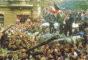 Советские танки на улицах Праги