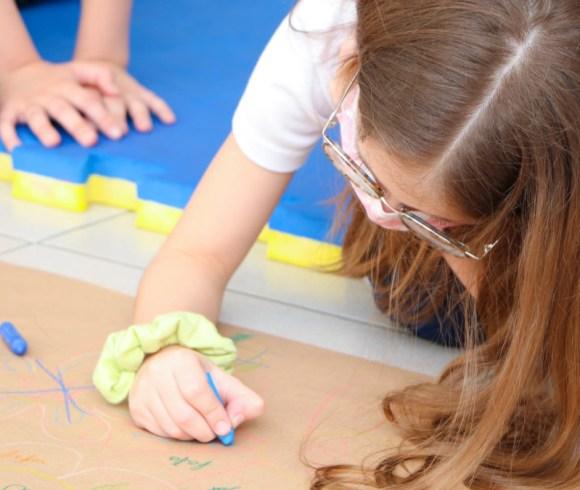 """Empatia! Atividade inspirada no filme """"Extraordinário"""" incentiva alunos a verem qualidades e em seus colegas!"""