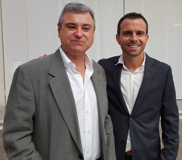 EL DR. DAVID MANZANERA Y EL DR. GIL LOSCOS DURANTE EL COFFEE-BREAK DE SUS CURSOS DE INVISALIGN E HIPERSENSIBILIDAD DENTINARIA, 2017