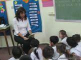 Bibliotecaria leyendo cuentos 22