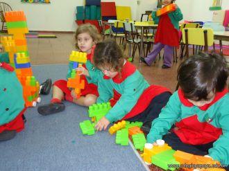 Salas de 3 jugando con Bloques 19