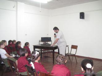 El odontologo Vizcaino dio una charla en 2do grado 1