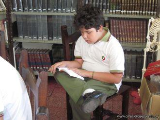 6to grado leyendo en Biblioteca 12