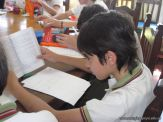 6to grado leyendo en Biblioteca 16
