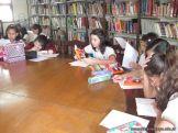 6to grado leyendo en Biblioteca 3