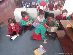 Alumnos de la Seño Carolina en Biblioteca 11