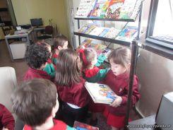 Alumnos de la Seño Carolina en Biblioteca 13